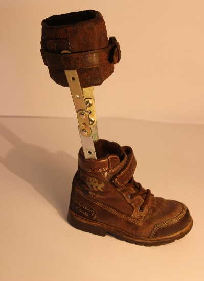 LESLEY COX - Caliper- shoe,leather & metal - 28 x 15 cm - €50